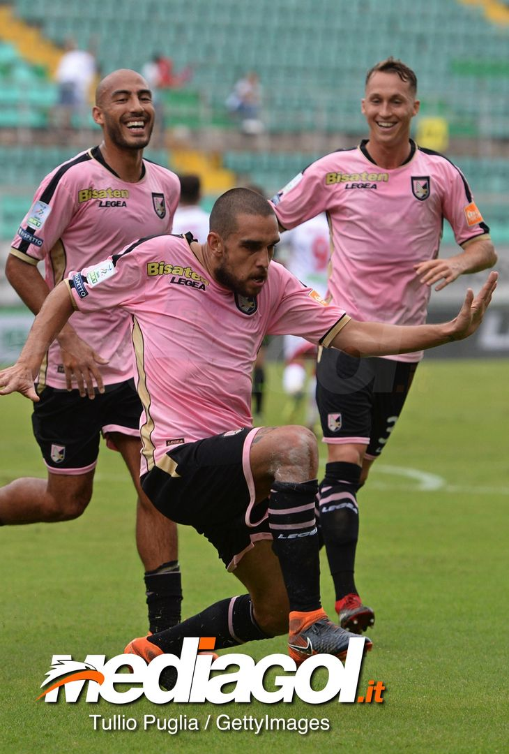 PALERMO, ITALY - SEPTEMBER 22:  Giuseppe Bellusci of Palermo celebrates after scoring the opening goal during the Serie B match between Palermo and Perugia at Stadio Renzo Barbera on September 22, 2018 in Palermo, Italy.  (Photo by Tullio M. Puglia/Getty Images)