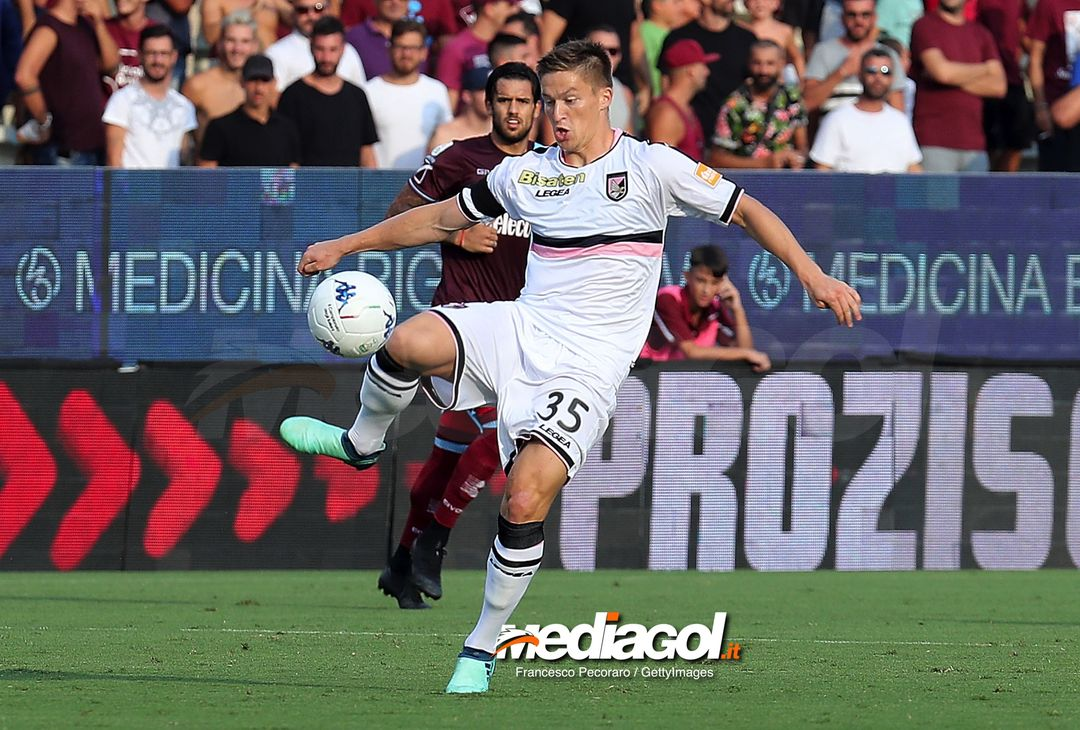 SALERNO, ITALY - AUGUST 25: Radoslaw Murawski of US Citta di Palermo in action during the Serie B match between US Salernitana and US Citta di Palermo on August 25, 2018 in Salerno, Italy.  (Photo by Francesco Pecoraro/Getty Images)
