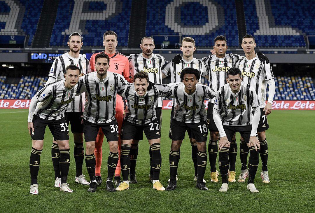 La Juventus schierata prima del match con il Napoli