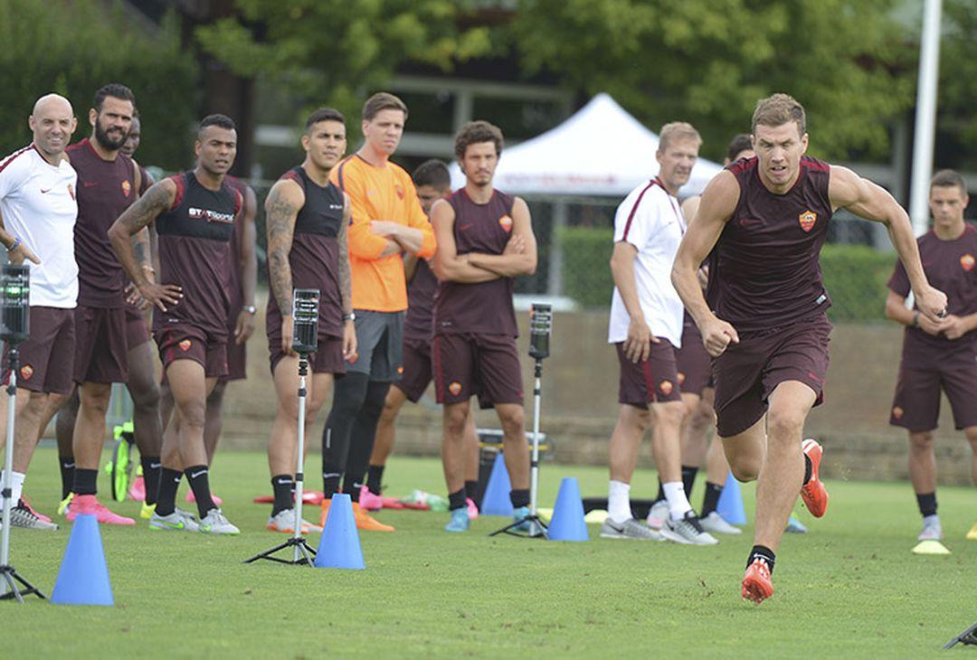 Edin Dzeko si allena a Trigoria centro tecnico AS Roma