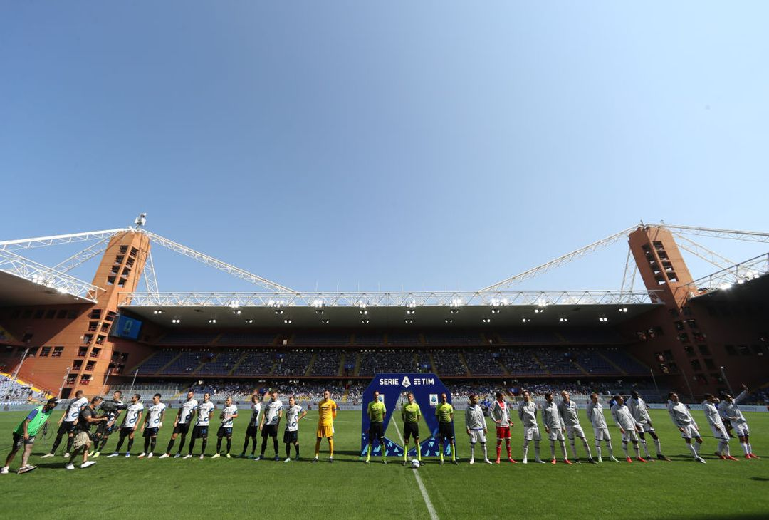 GENOA, ITALY - SEPTEMBER 12:  Players of FC Internazionale  and players of UC Sampdoria line up prior to the Serie A match between UC Sampdoria and FC Internazionale at Stadio Luigi Ferraris on September 12, 2021 in Genoa, Italy. (Photo by FC Internazionale/Inter via Getty Images )