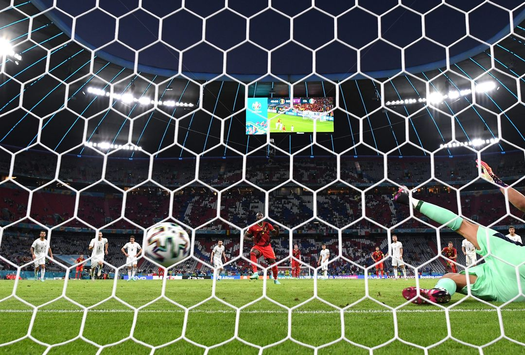 MUNICH, GERMANY - JULY 02: Romelu Lukaku of Belgium scores their side's first goal from the penalty spot past Gianluigi Donnarumma of Italy during the UEFA Euro 2020 Championship Quarter-final match between Belgium and Italy at Football Arena Munich on July 02, 2021 in Munich, Germany. (Photo by Matthias Hangst/Getty Images)