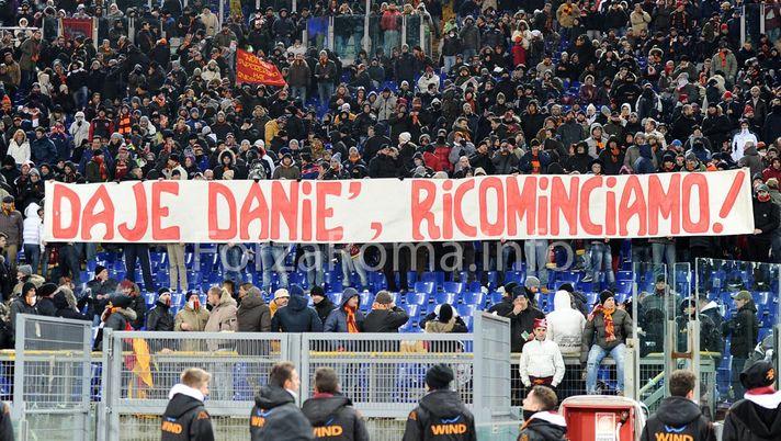 """Roma-Fiorentina: striscione in Sud """"Daje Danie' ricominciamo ..."""