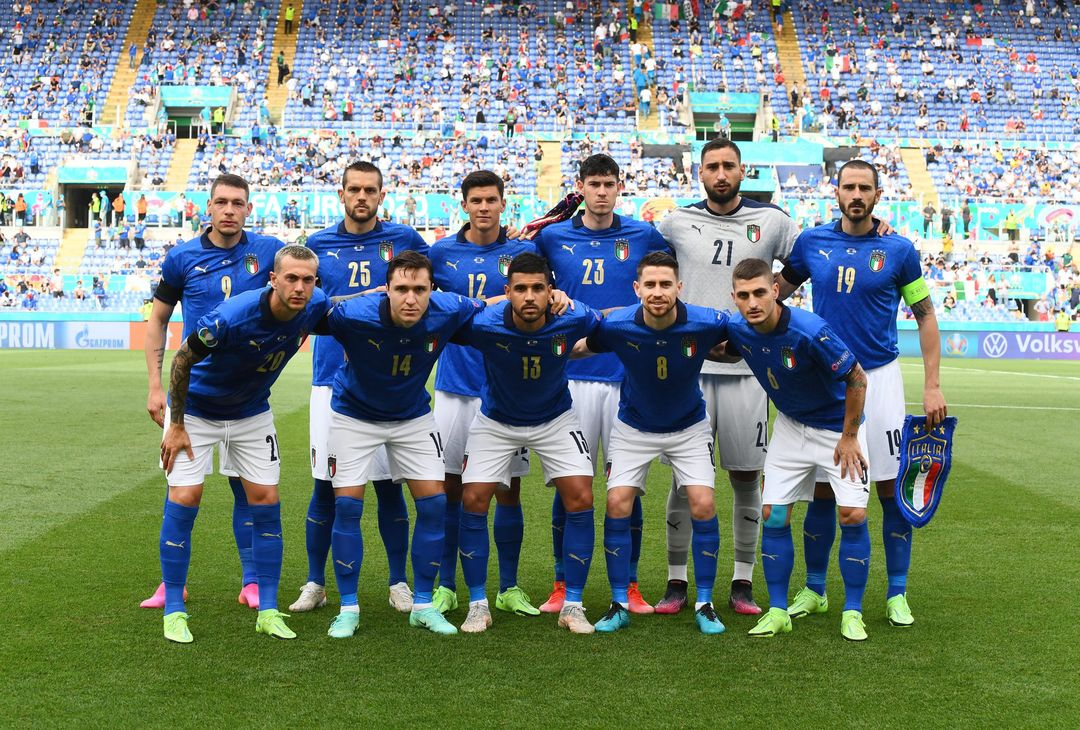 ROME, ITALY - JUNE 20: Italy players pose for a team photo prior to the UEFA Euro 2020 Championship Group A match between Italy and Wales at Olimpico Stadium on June 20, 2021 in Rome, Italy. (Photo by Claudio Villa/Getty Images)
