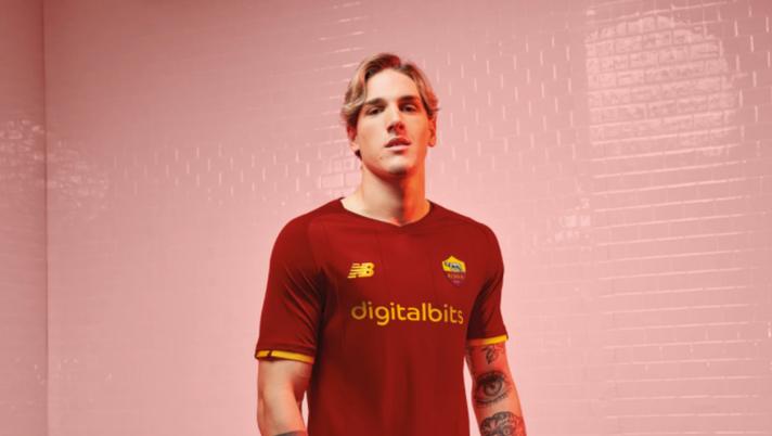 Roma, la nuova maglia New Balance è online: quanto costa e come ...