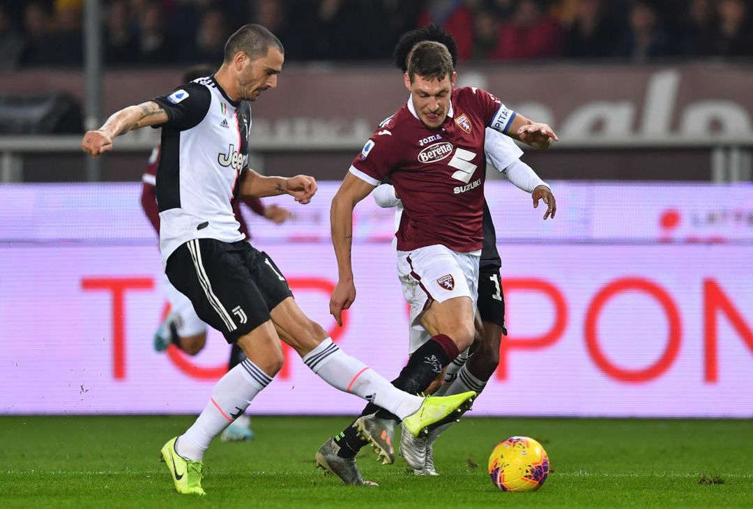 TURIN, ITALY - NOVEMBER 02:  Andrea Belotti (R) of Torino FC is challenged by Leonardo Bonucci of Juventus during the Serie A match between Torino FC and Juventus at Stadio Olimpico di Torino on November 2, 2019 in Turin, Italy.  (Photo by Valerio Pennicino/Getty Images)