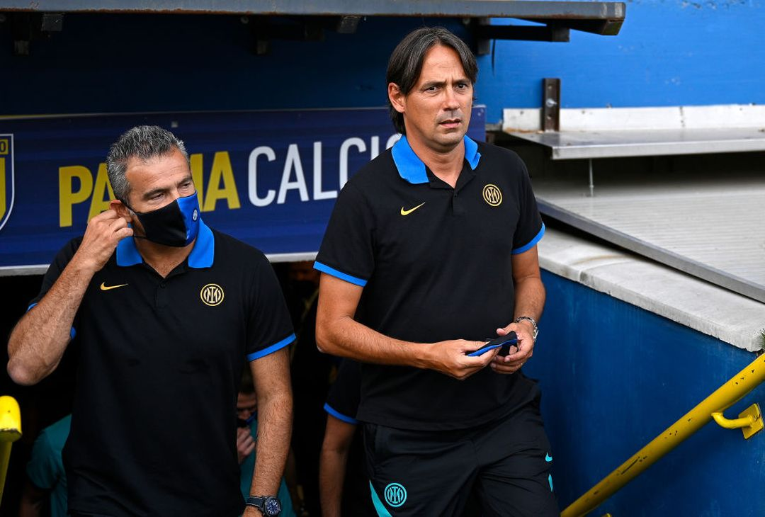 PARMA, ITALY - AUGUST 08: Head Coach Simone Inzaghi of FC Internazionale looks on prior to the pre-season friendly match between Parma Calcio and FC Internazionale at Stadio Ennio Tardini on August 08, 2021 in Parma, Italy. (Photo by Mattia Ozbot - Inter/Inter via Getty Images)