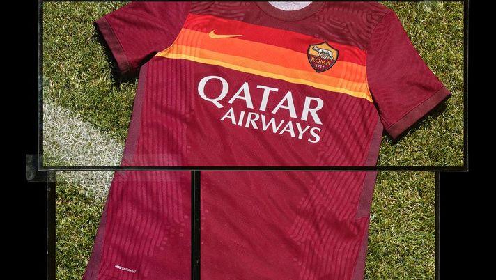 Roma, ufficiale la nuova maglia Nike 2020-2021. Zaniolo e ...