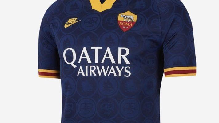 Roma, ufficiale la terza maglia: blu con colletto e inserti ...