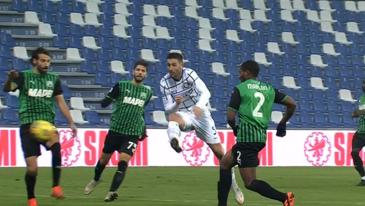 Kalahkan Sassuolo, Inter Milan Menjauh dari Kejaran AC ...  |Inter- Sassuolo
